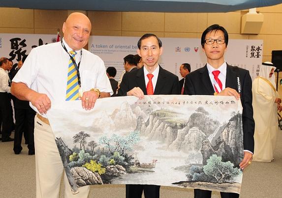 许国立与中国国际文化传播中心龙宇翔主席